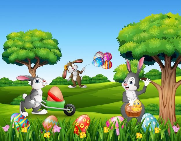Fondo di pasqua con i conigli del fumetto che giocano nella natura