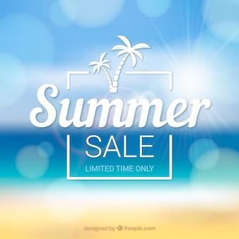 Fondo di vendita di estate con spiaggia offuscata