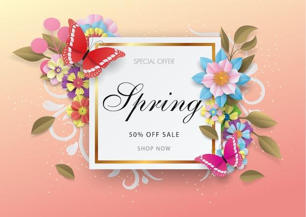 Fondo di vendita di primavera con fiori colorati e farfalle