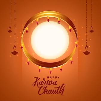 Fondo indiano di festival di chauth di karwa con la luna piena e il diya