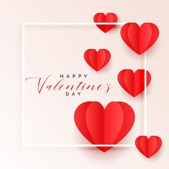 Fondo rosso di giorno dei biglietti di s. valentino dei cuori di carta di origami