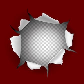 Foro di carta strappato su sfondo rosso e foro trasparente