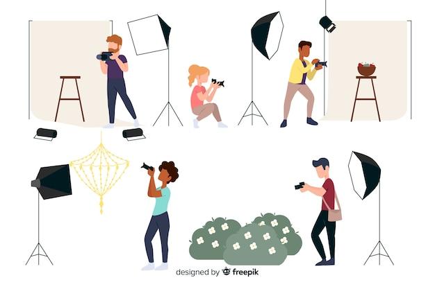 Fotografi che lavorano personaggi dal design piatto