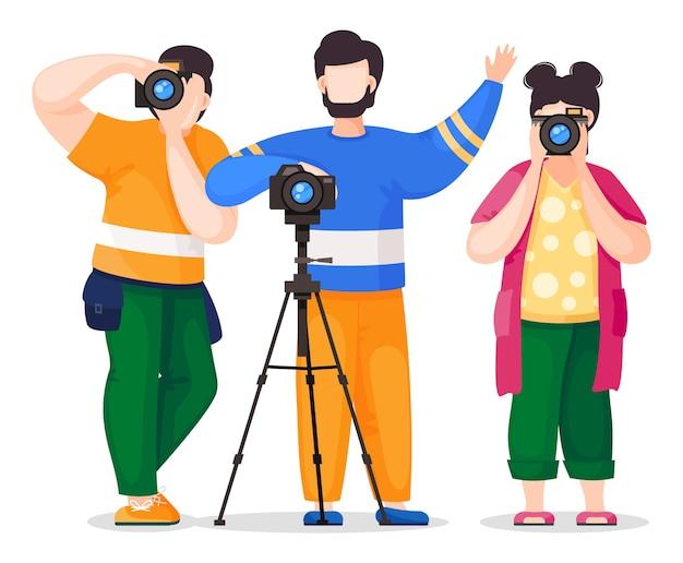 Fotografi o paparazzi che scattano foto, riprese con fotocamera reflex, fotocamera digitale, vista frontale. giornalisti fotografici