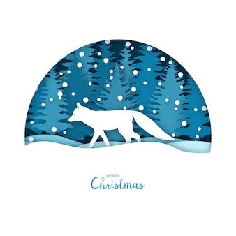 Fox nella foresta di neve.