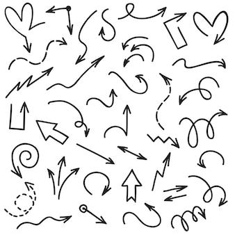 Frecce di doodle punte di freccia della linea di schizzo dello scarabocchio della scrittura. freccia isolata sull'insieme bianco di vettore del fondo