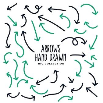 Frecce direzionali disegnate a mano nello stile di scarabocchio