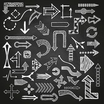 Frecce disegnate a mano disegnate insieme in diverse forme.