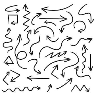 Frecce disegnate a mano impostate su fondo bianco