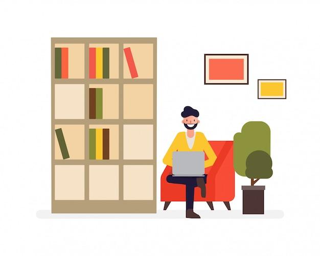 Freelance uomo che lavora sul divano e lavoro facendo con un computer portatile.