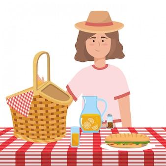 Fumetto della donna che ha picnic