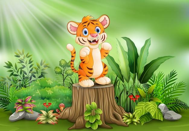 Fumetto di una tigre che sta sul ceppo di albero con le piante verdi