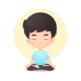 Fumetto sveglio del giovane ragazzo nella posa di meditazione