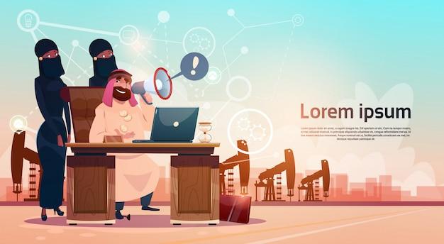 Funzionamento arabo dell'uomo di affari con il conteggio di ricchezza del fondo della piattaforma della gru dell'impianto di perforazione del petrolio di pumpjack del computer portatile
