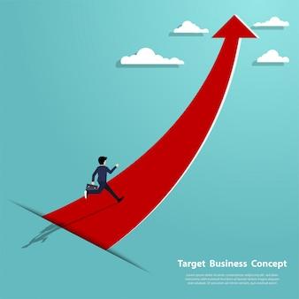 Funzionamento dell'uomo d'affari sulla freccia che indica fino al successo