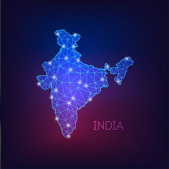 Futuristico incandescente basso poligonale india mappa silhouette isolato su sfondo blu scuro a viola.