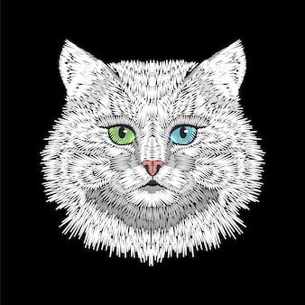 Gatto bianco con la testa del viso di occhi verdi blu.