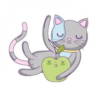 Gatto carino con mela fresca