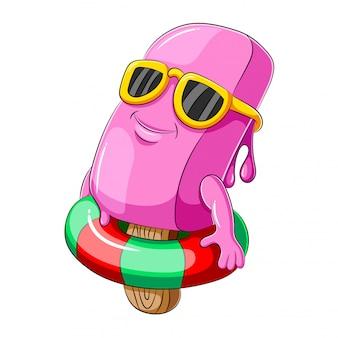 Gelato rosa con galleggiante gonfiabile per piscina