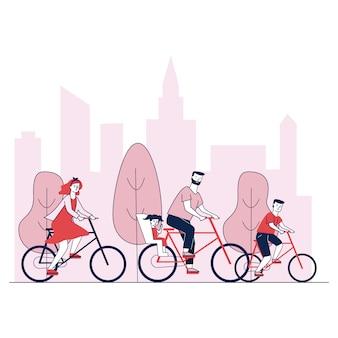 Genitori e bambini in sella a biciclette nel parco