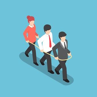 Gente di affari isometrica che cammina insieme in avanti