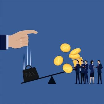 Getta a mano pesante peso delle tasse per bilanciare e monete