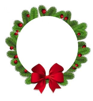 Ghirlanda di natale. cerchio cornice rotonda con rami di abete verde fotorealistici e bellissimo fiocco rosso e bacche. sfondo per auguri invernali stagionali.