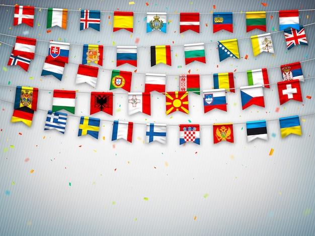 Ghirlande di bandiere di diversi paesi d'europa