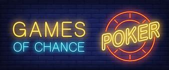 Giochi di fortuna, testo al neon del poker con chip del casinò