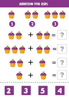Gioco di matematica aggiunta con cupcake di halloween simpatico cartone animato.