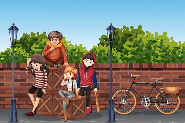 Giovane adolescente in strada