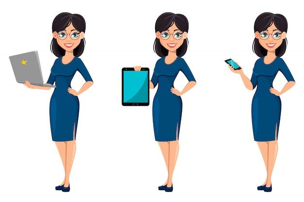 Giovane bella donna d'affari in abito blu