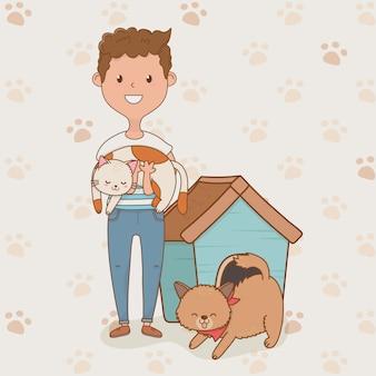 Giovane con simpatiche mascotte di cane e gatto