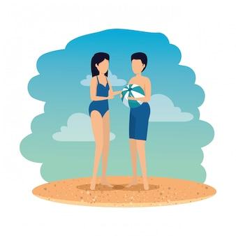 Giovane coppia con costume da bagno e palloncino sulla spiaggia