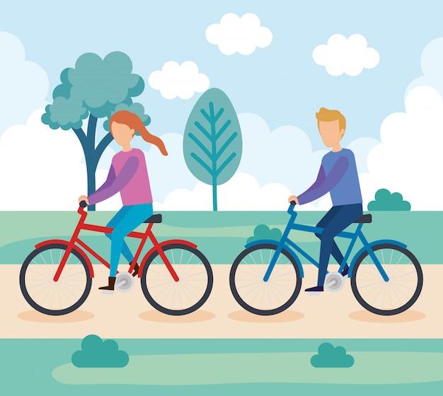 Giovane coppia sul personaggio di biciclette
