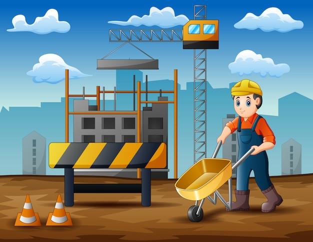 Giovane costruttore al lavoro in cantiere