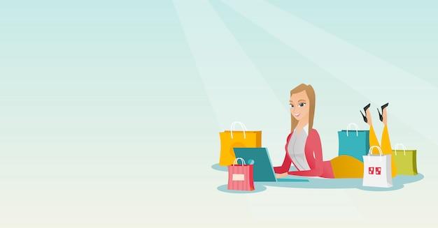Giovane donna caucasica che fa shopping online.