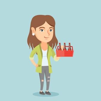 Giovane donna caucasica con confezione di birra.