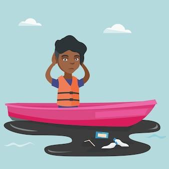 Giovane donna che galleggia su una barca in acqua inquinata.