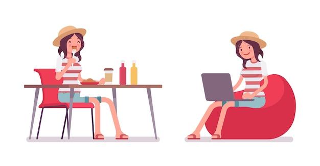 Giovane donna che mangia e lavora