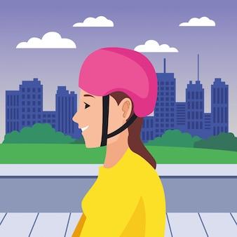 Giovane donna con la testa del fumetto del casco