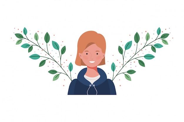 Giovane donna con rami e foglie