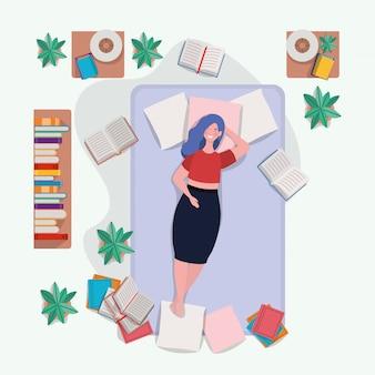 Giovane donna grassa che si distende nel materasso nella camera da letto