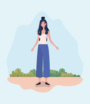 Giovane donna in piedi nel campo