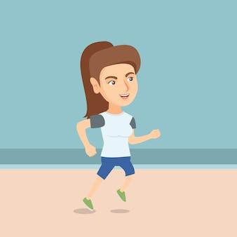 Giovane donna sportiva che pareggia sulla spiaggia.