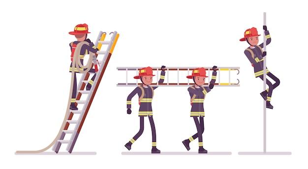 Giovane pompiere maschio alla scala e al palo