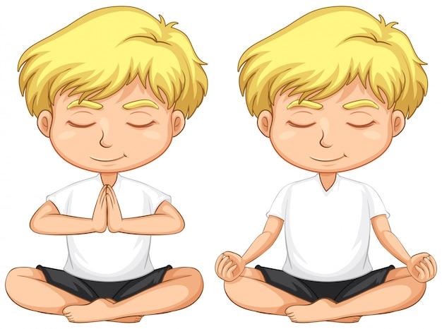 Giovane ragazzo biondo che medita