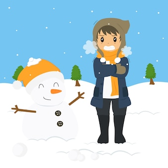Giovane ragazzo di congelamento sul freddo invernale