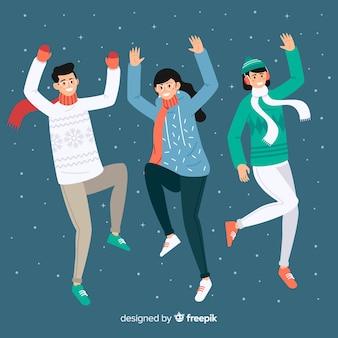 Giovani che indossano abiti invernali e saltare