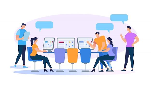 Giovani che lavorano insieme usando i computer